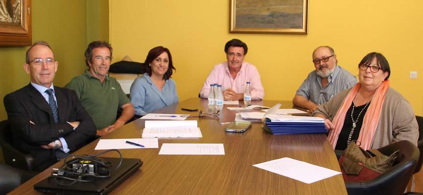 Miembros del Patronato de la Fundación del archivo Ducal durante el encuentro.