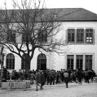 Polémica en torno a la inversión para restaurar la estatua de la antigua fuente del colegio La Villa