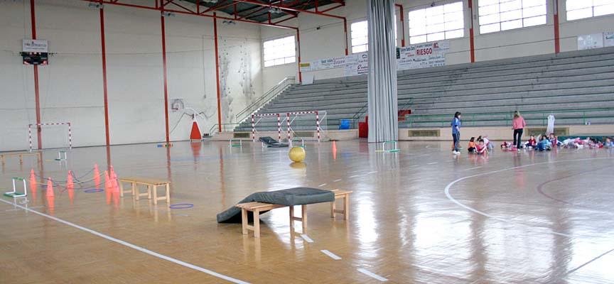 Algunos de los módulos se desarrollan en el polideportivo.