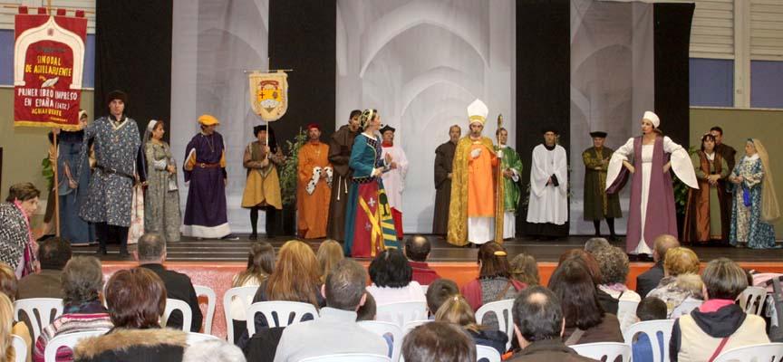 Representación de una de las escenas de El Sinodal en Intur.