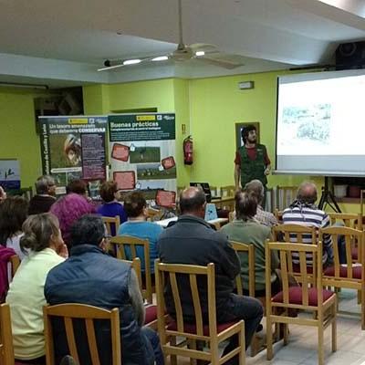 GREFA y la Asociación Cultural Olombrada acercan al municipio la exposición itinerante sobre el control biológico de plagas de topillo en Castilla y León
