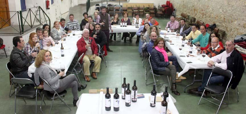Participantes en la cata de vinos.|