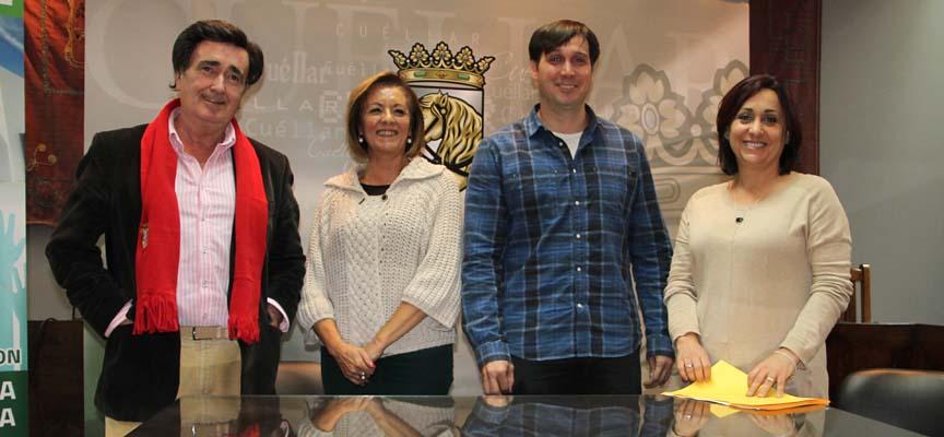 El alcalde y las concejalas de Asuntos Sociales e Industria junto a Bernardo Tabuenca.
