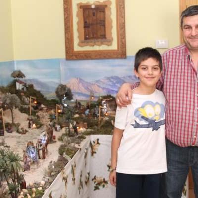 Alonso Herguedas ganador del premio al mejor belén del certamen popular del Ayuntamiento