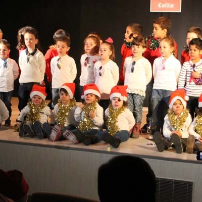 Los alumnos de infantil del colegio La Villa pusieron ritmo y voz a la Navidad