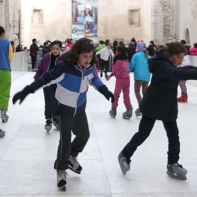Más de 700 personas pasaron por la pista de patinaje en sus primeros días de funcionamiento