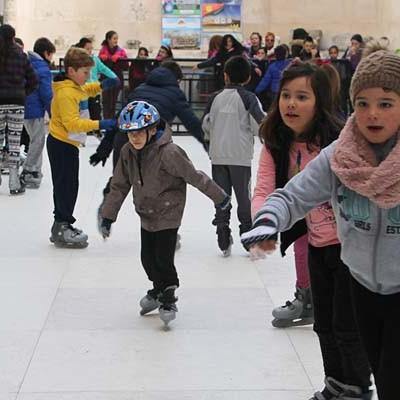 La pista de patinaje adapta su funcionamiento a la demanda existente