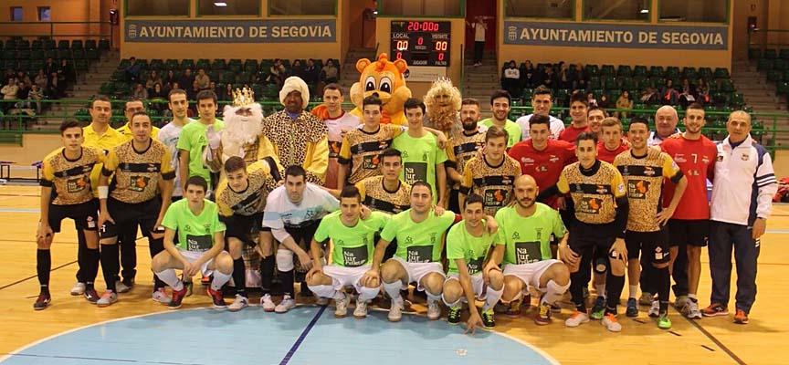 Ambos equipos posaron con la mascota de Naturpellet y los Reyes Magos.