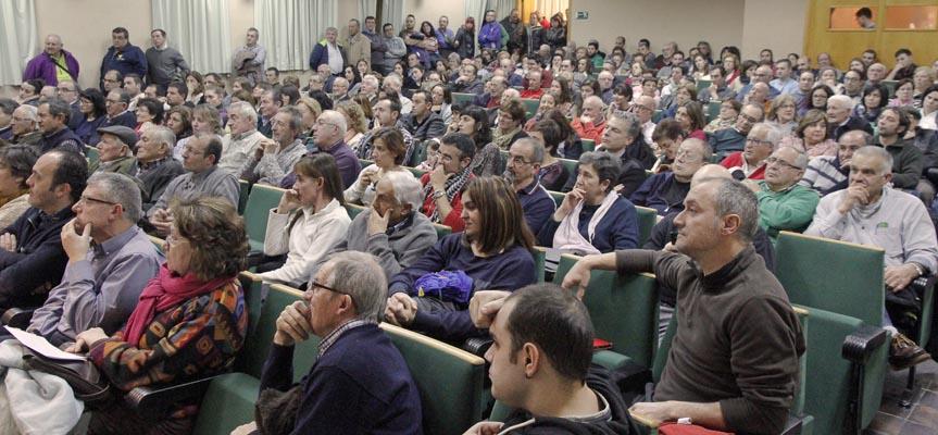 Los asistentes llenaron la Casa de la Cultura de Fuentepelayo.