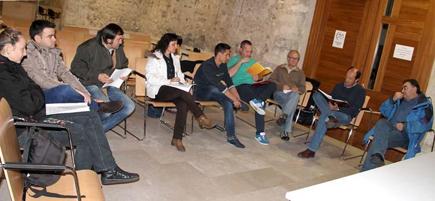 Asistentes a la reunión en el Palacio de Pedro I.