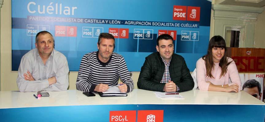 Los cuatro ediles del PSOE durante la presentación del proyecto.