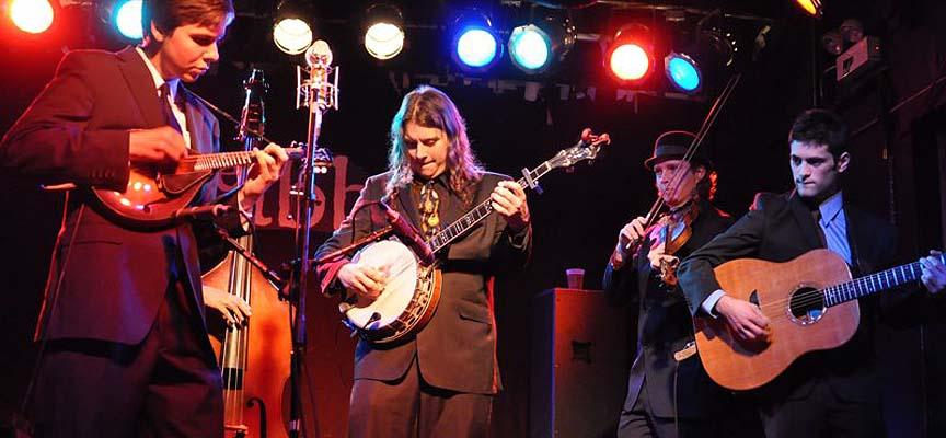 Los Henhouse Prowlers durante una actuación, en una imagen promocional del grupo.