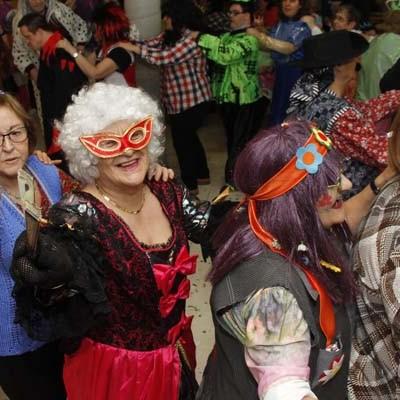 Música y buen humor en el carnaval del Centro de Día de Personas Mayores