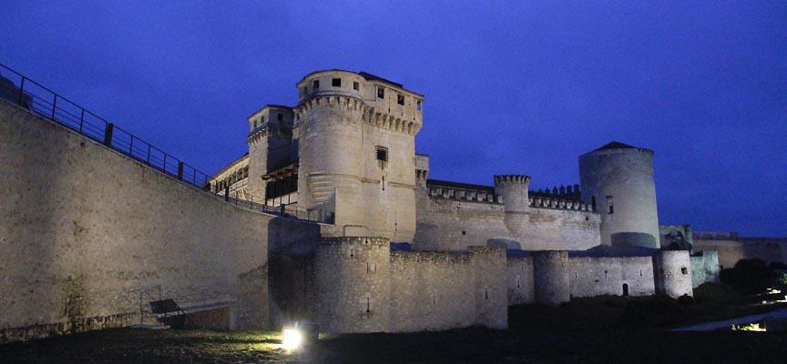 Imagen del castillo de Cuéllar con la nueva iluminación LED.