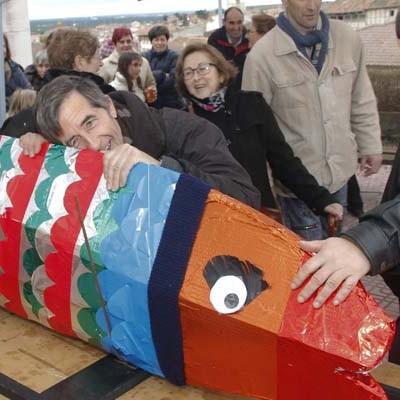 Los cuellaranos despidieron con pena al Carnaval en el entierro de la sardina