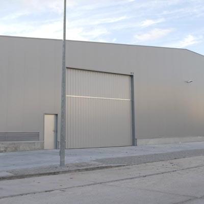 El alcalde cifra el coste de la nave de servicios en 278.900 euros frente a los 400.000 en que la valora el PSOE