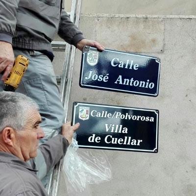Cantalejo sustituye las placas con nomenclatura franquista de siete calles y una plaza