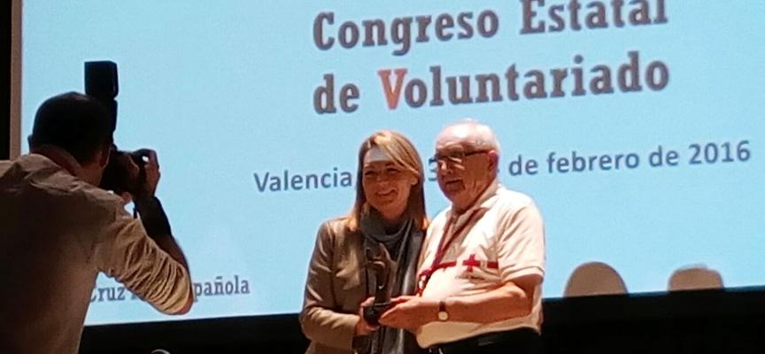 Pedro de Benito recoge el premio V de Voluntario.