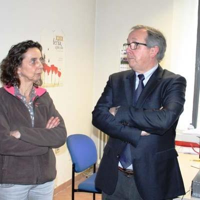 El delegado territorial visita el centro de salud y la sección agraria de Carbonero el Mayor