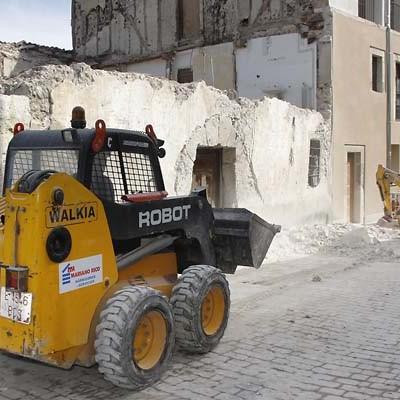 La Fundación Santa María Magdalena interviene retirando la fachada del anexo al Hospital  de la Magdalena