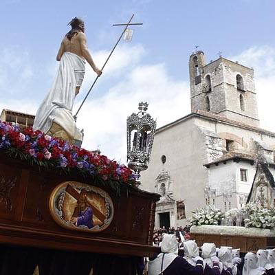 El Encuentro de La Soledad y el Resucitado pone fin a la Semana Santa