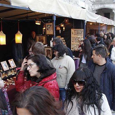La Feria de Artesanía continuará desarrollándose en el Patio de Armas del Castillo