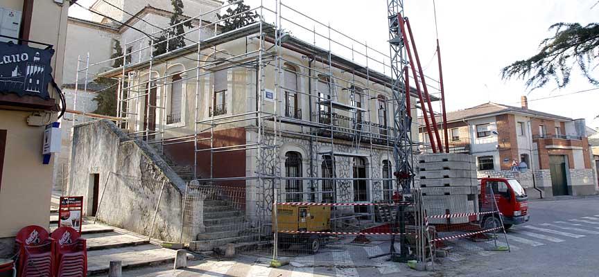 Desarrollo de las primeras fases de consolidación del edifico del Ayuntamiento de Olombrada. 