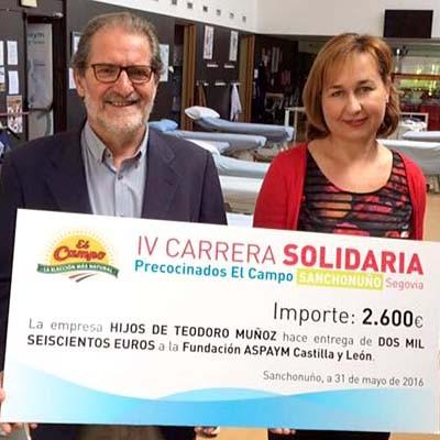 El Campo entrega el cheque de 2.600 euros de su Carrera Solidaria a Aspaym