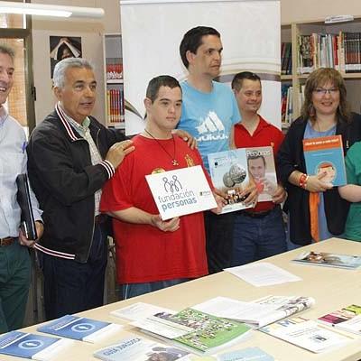Fundación Personas cede a la biblioteca de Cuéllar 70 libros y revistas dirigidos o relacionados con los discapacitados intelectuales