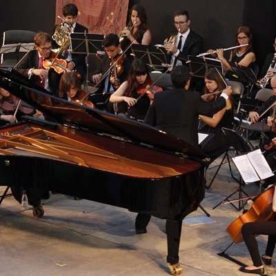 Magistral concierto de Phoenix Park-Kim y la Atlántida Symphony Orchestra en el Castillo de Cuéllar