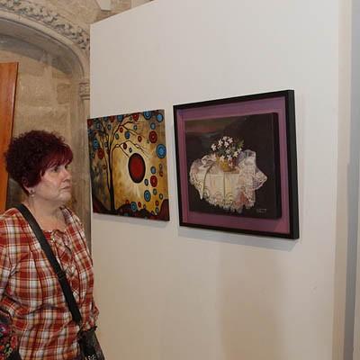 La asociación de amas de casa expone hasta el martes las obras del curso de pintura