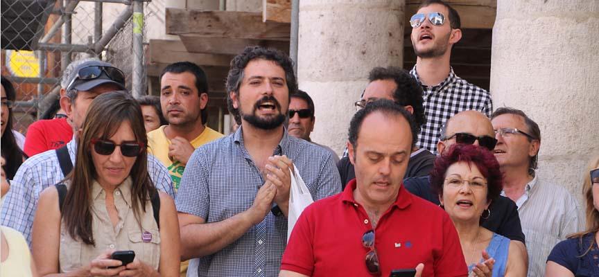 José Sarrión ha coreado junto a los participantes sus consignas.