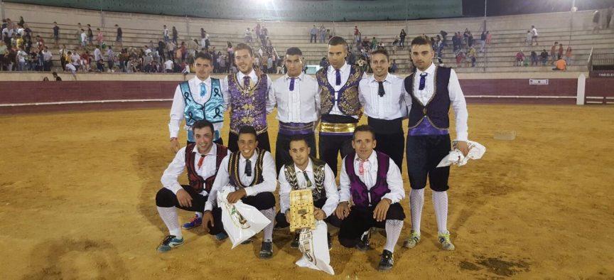 Participantes en el certamen tras la entrega de premios.