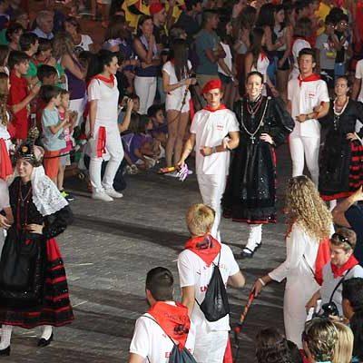 El desfile de peñas y el pregón abren hoy en Cantalejo las fiestas en honor a la virgen de la Asunción y San Roque