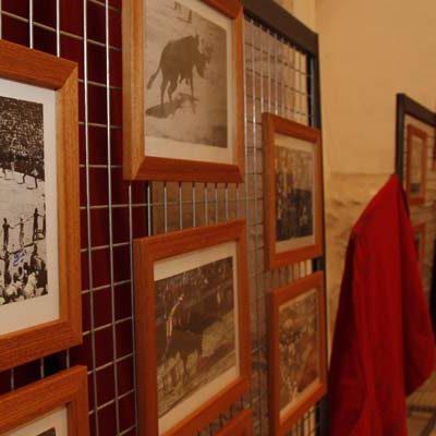 Los encierros de Cuéllar son los protagonistas de la exposición que podrá visitarse en San Francisco durante las fiestas