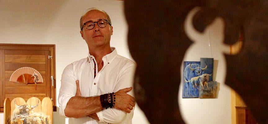 Alfonso Rey en una exposición en Cuéllar.