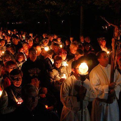 Miles de velas iluminarán el entorno del Santuario de El Henar en el Rosario de Antorchas