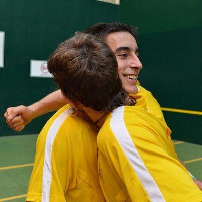 Carlos Baeza campeón del mundo sub-22 de pala corta junto a Isaac Ciaurriz