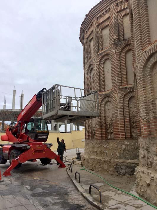Los trabajos han comenzado en el exterior del templo.
