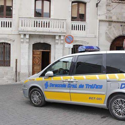 Detenido un joven de 21 años por conducir de forma temeraria por las calles de la villa