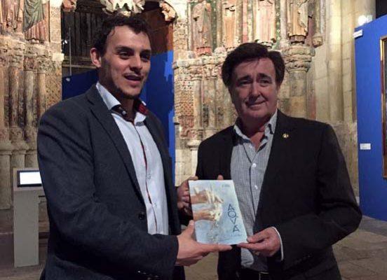 Los alcaldes de Toro y Cuéllar la pasada semana durante la visita a la muestra.