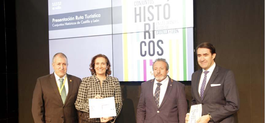 La consejera de Cultura y Turismo, Mª Josefa García Cirac, y el de Fomento, Juan Carlos Suárez Quiñones, en la presentación.