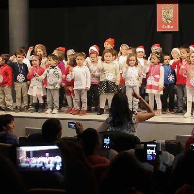 Los alumnos de infantil del colegio La Villa abren los festivales de Navidad