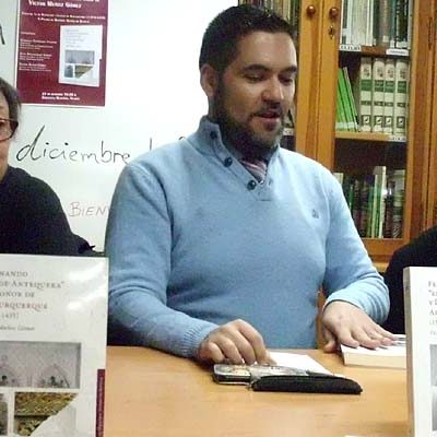 """Víctor Muñoz presentó en Viloria del Henar su libro `Fernando""""El de Antequera"""" y Leonor de Alburquerque´"""
