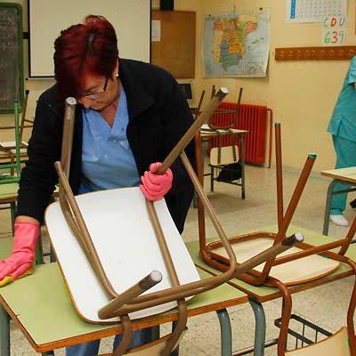 La empresa Royal Clean S.L. asumirá esta semana la limpieza de los colegios de la villa