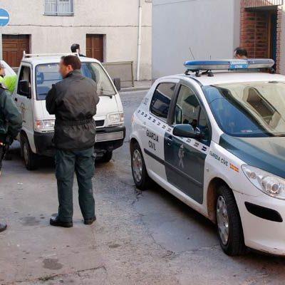 Guardia Civil y Policía Local hacen una redada en la calle Rogativa