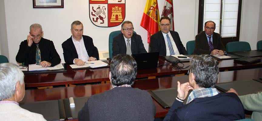 El delegado territorial informa a los alcaldes de Fuentepelayo y su entorno de las actuaciones en marcha en relación con la planta de compostaje