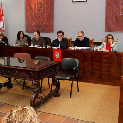 El Ayuntamiento reclamará al Gobierno poder invertir el superávit de 2016 en el ejercicio 2017