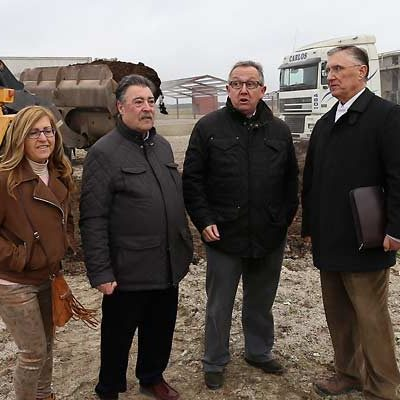 La Junta inicia la retirada de 3.500 metros cúbicos de residuos en parcelas de Fuentepelayo y su entorno