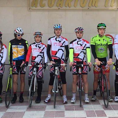 La cuellarana Marina Muñoz ha participado en la concentración regional de triatlón en Alicante